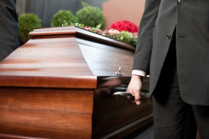 casket-man-touching-pay